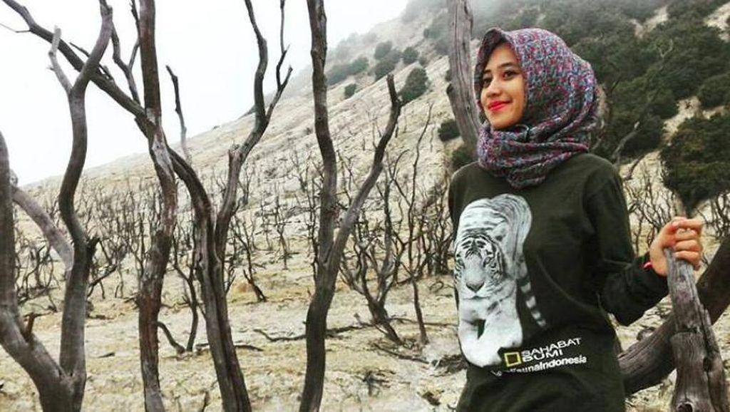 Foto: Siska, Hijaber Cantik yang Suka Naik Gunung