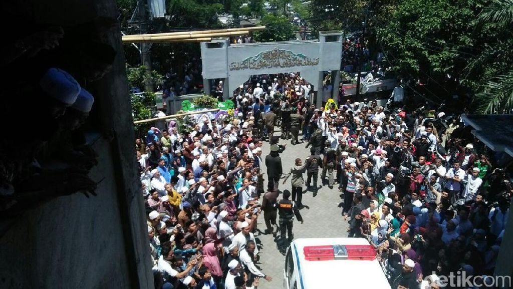 KH Hasyim Muzadi Dorong Menkominfo Tegas Soal Situs Negatif