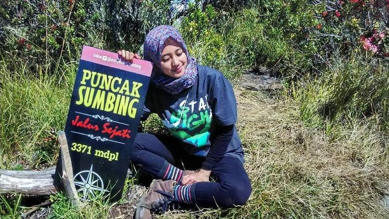 5 Tips Berpakaian Buat Hijabers Untuk Naik Gunung Stylish Nyaman