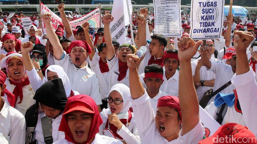 Mendikbud Usul 100.000 Guru Honorer Diangkat Jadi PNS