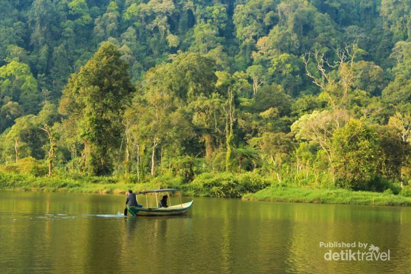 Danau Situ Gunung di Gunung Gede Pangrango