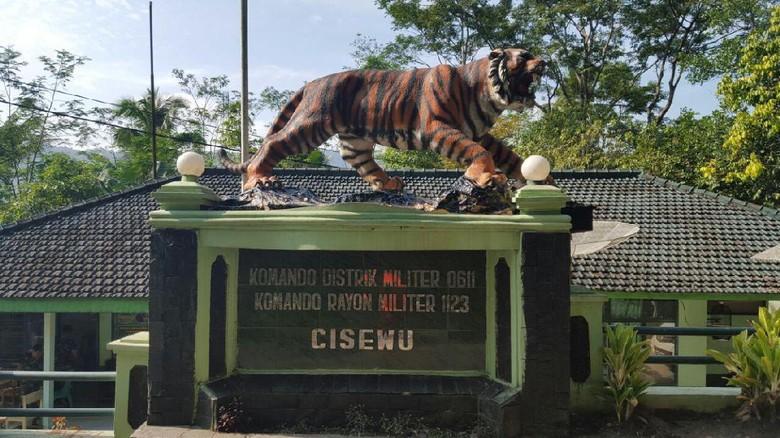 Gagah, Ini Patung Macan Pengganti Macan Lucu di Koramil Cisewu