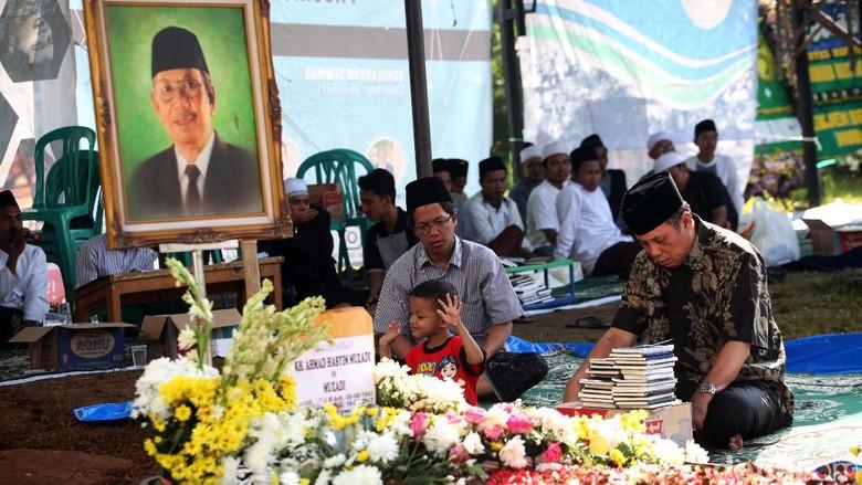 Nasihat Hasyim Muzadi tentang Haji: Hati Harus Dekat dengan Kakbah