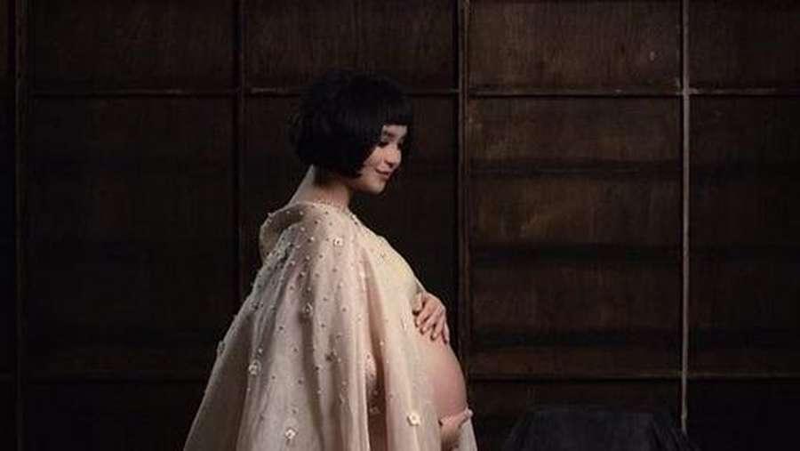 Wow, Putri Titian Unggah Foto Maternity ala Beyonce