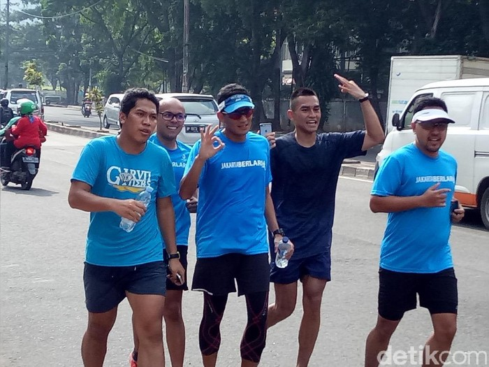 Pilih sepatu lari yang tepat untuk lari bersama Sandiaga Uno ke kantor.Foto: Muhammad Fida Ul Haq/detikcom