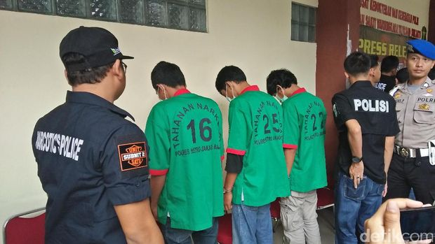 Polisi Tangkap 5 Pengedar Sabu Asal Taiwan, Satu Orang Ditembak