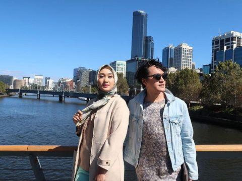 Dian Pelangi & Barli Asmara Cari Inspirasi dari Pasar Sampai Naik Cruise