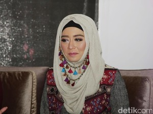 Cerita Ini Vindy yang Kesulitan Membuat <i>Makeup</i> Karakter Soekarno