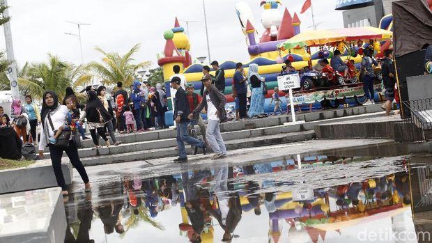 Serunya Karnaval Datsun di Pantai Losari