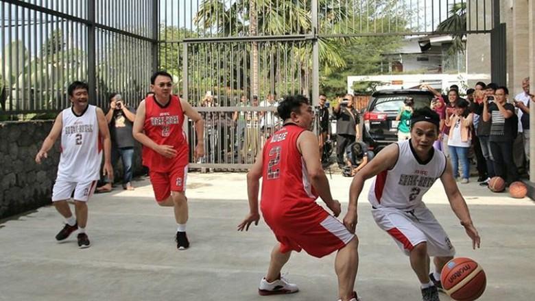 Serunya Tanding Basket Ahok Vs Djarot