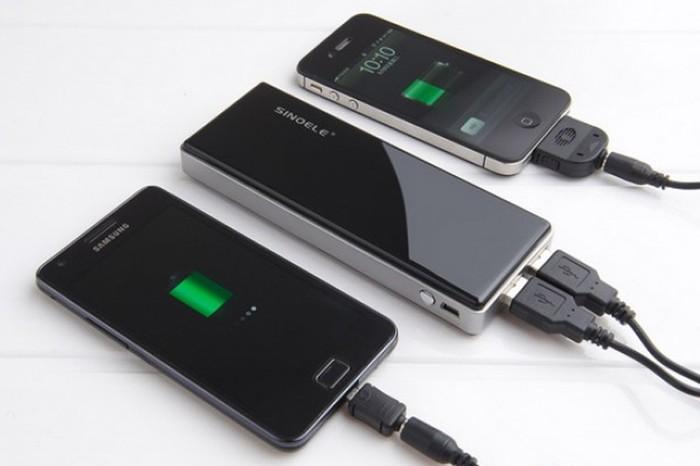Ilustrasi charging ponsel. Foto: Internet