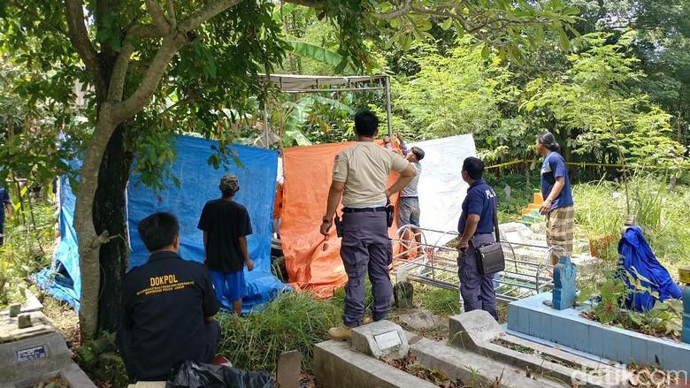 Makam Pemuda Korban Pembacokan di Cirebon Dibongkar Polisi