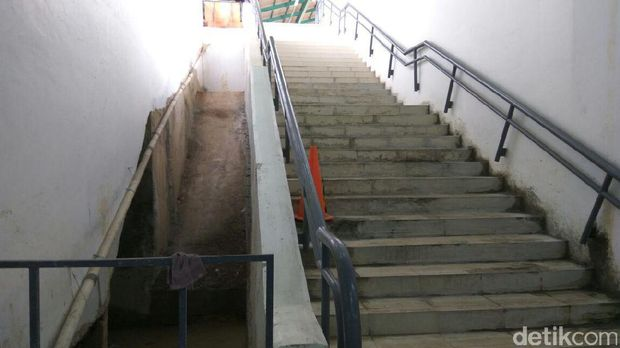 Tempat untuk eskalator.