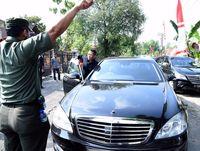 Saat mobil dinas Jokowi mogok
