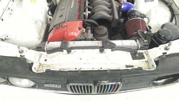 Mobil Balap BMW Ini Dirakit dari Hasil Sumbangan