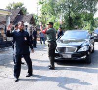 Momen saat mobil Jokowi mogok.