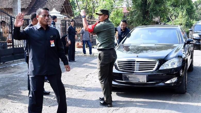 Momen Saat Mobil Jokowi Mogok di Magetan Tahun Lalu