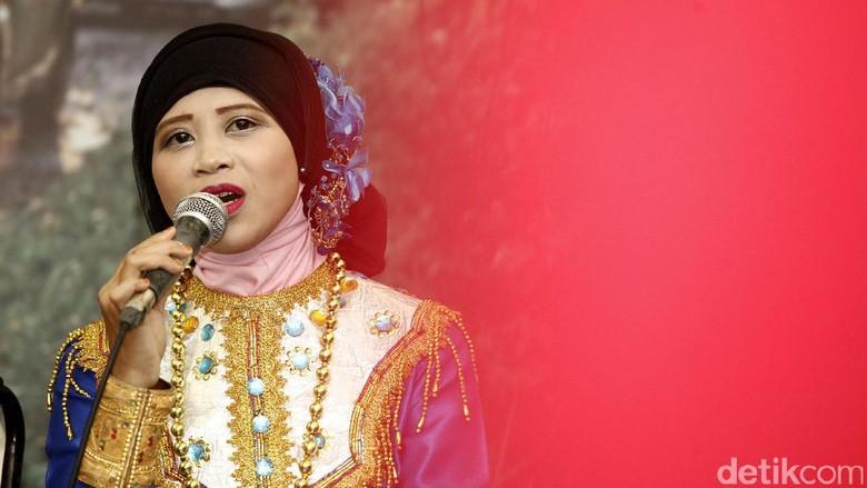 Melihat Kesenian Khas Makassar Lewat Sinlirik
