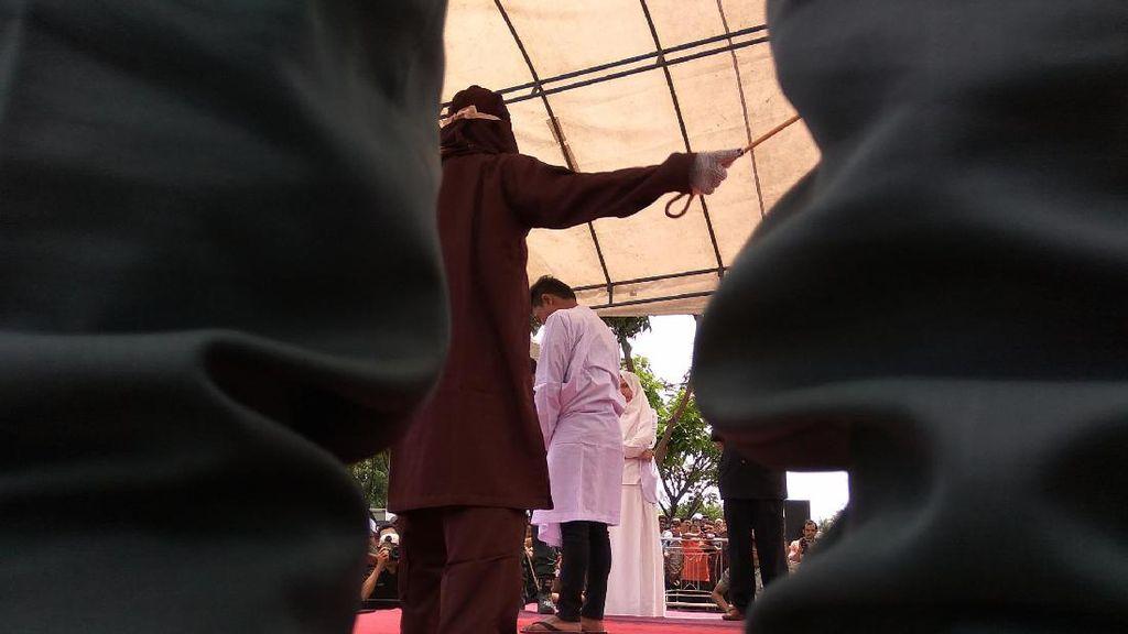 LGBT di Sumbar akan Didenda Bayar Semen, di Aceh Dicambuk 100 Kali