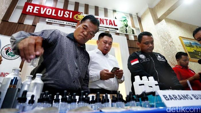 Narkoba cair jenis liquid high banyak dijual di instagram (Foto: Rengga Sancaya)
