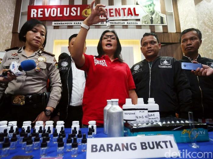 Polres Jaksel membongkar peredaran narkoba dalam bentuk liquid vape (Foto: Rengga Sancaya)