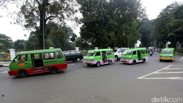 Angkot di Bogor (Foto: Lamhot Aritonang)
