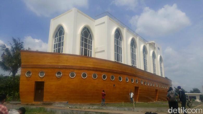 Wisata Religi ke Masjid Kapal Semarang nan Megah dan Unik/Foto: (Angling/detikTravel)