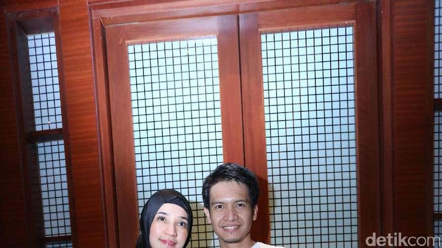 Mesranya Dimas Seto dan Dhini Aminarti