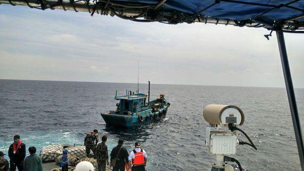 KKP dan Bakamla tangkap kapal ikan berbendera Vietnam di Natuna