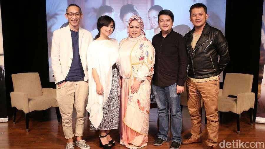 Tatapan Gita Gutawa Bikin Jatuh Hati