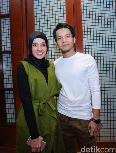 Dhini Aminarti dan Dimas Seto.