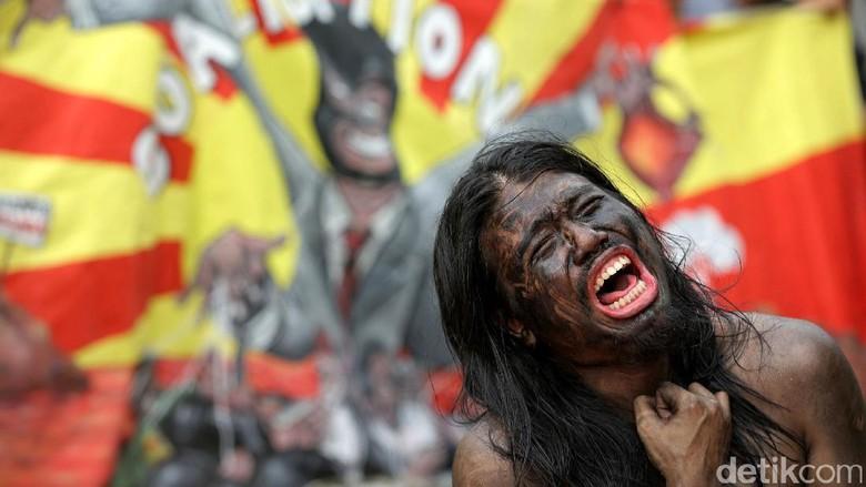 Teaterikal Menuntut Korupsi Batu Bara Diusut