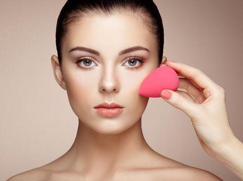 Begini Cara yang Benar Mencuci Beautyblender Menurut Makeup Artist