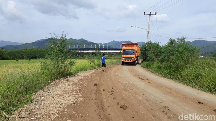 Tol Soreang-Pasir Koja (Soroja) berlokasi di Jawa Barat.