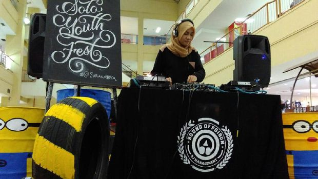 Mengenal Ariska Wigatiningtyas, DJ Berhijab yang Viral karena Cadar