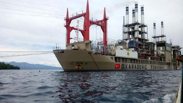 Kapal 'Genset Raksasa' Turki Terangi Ambon