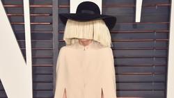 Menjadi selebriti atau orang terkenal tidak lantas membuatmu kebal dari penyakit kronis. Mulai dari Lady Gaga sampai Kim Kardashian, inilah mereka.