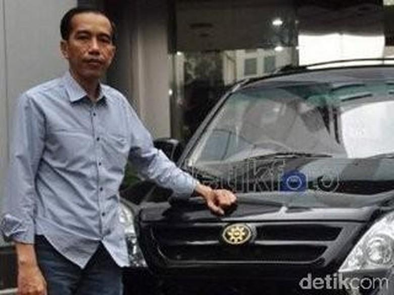 Jokowi dan mobil Esemka saat berkunjung ke kantor detikcom Foto: detikcom