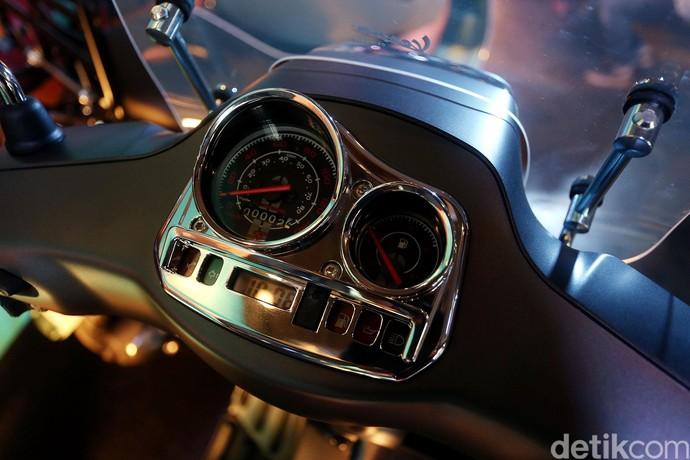 Tampilan speedometer Vespa LX i-get 125 cc.