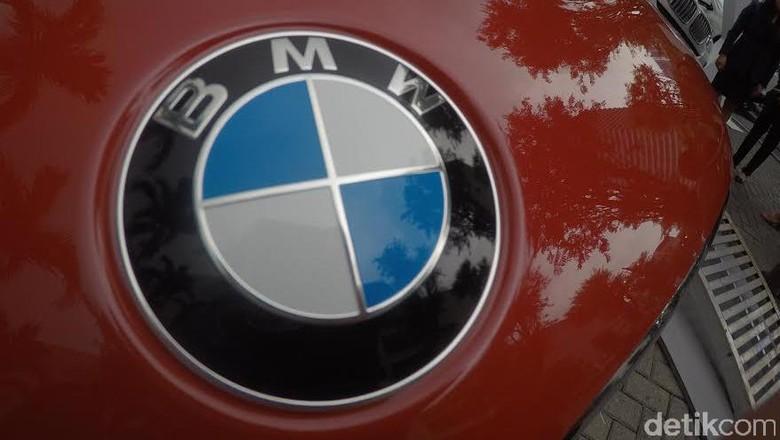 Logo BMW Foto: Dadan Kuswaraharja