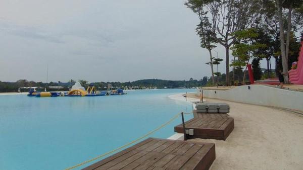Mungkin, kolam renang ini bisa jadi referensi wisata untuk traveler saat pandemi mereda. Kini kawasan Treasure Bay Bintan belum dibuka kembali. (rizkarie/dTraveler)