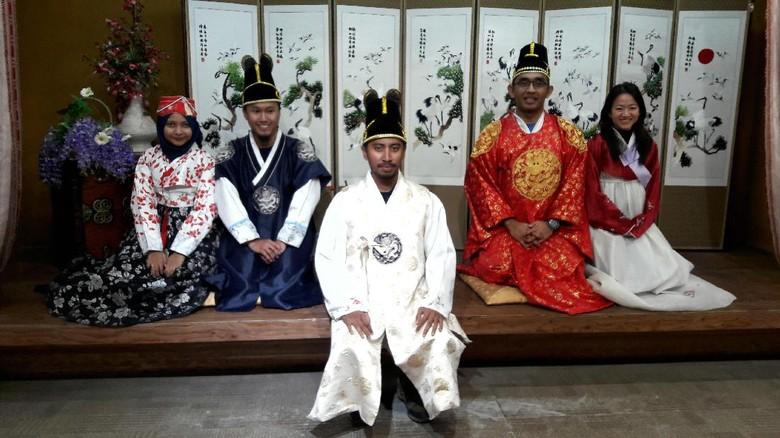 dTraveler menjajal hanbok, pakaian khas Korea (Kurnia/detikTravel)