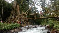 Ada jembatannya pula