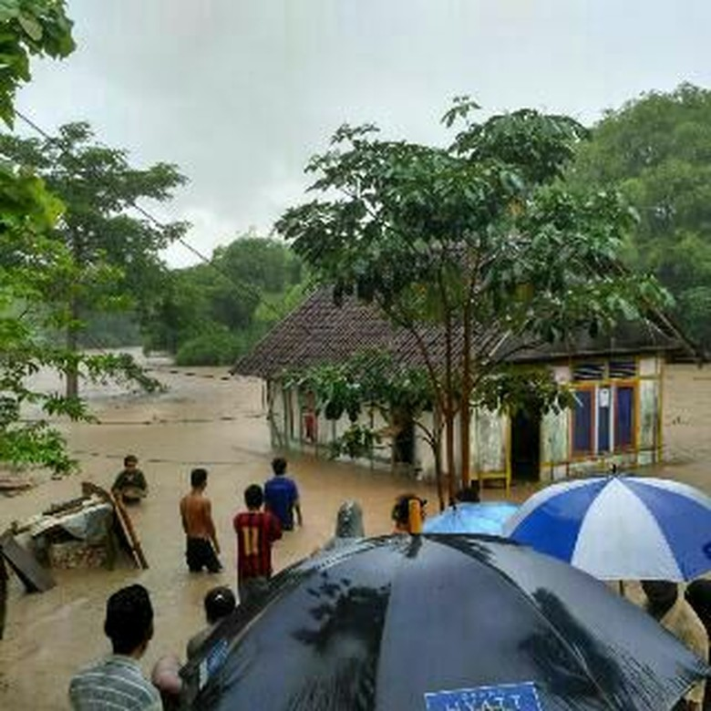 Hujan Sepanjang Hari, Banjir Landa Ratusan Rumah di Bima