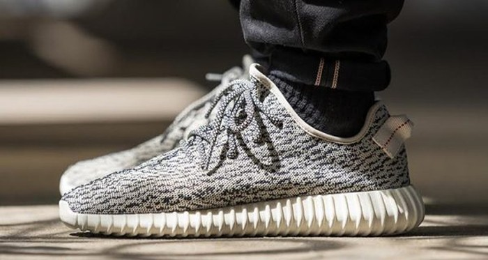 Keluar Rp 10 Juta Beli Sneakers Yeezy Yang Datang Malah Sandal Tidur