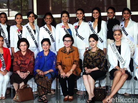 Finalis Puteri Indonesia 2017 saat berkunjung ke Gedung KPK.