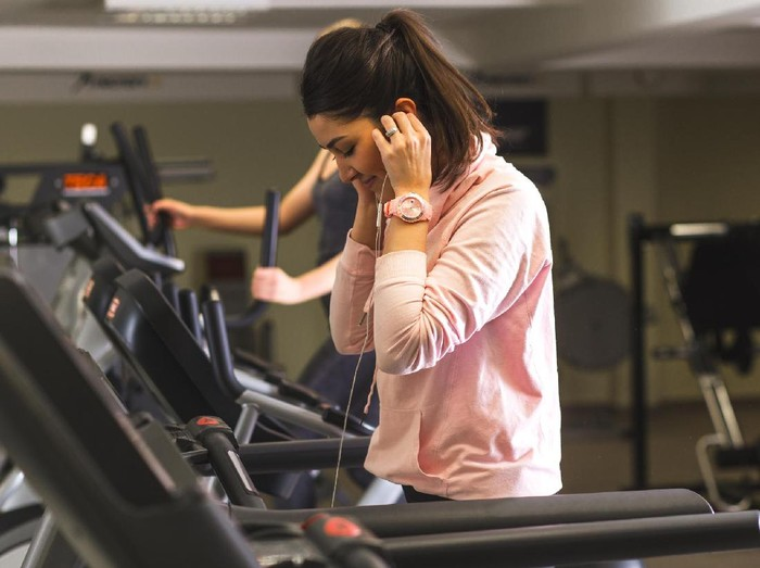 Asal tidak berlebihan dan dilakukan di waktu yang tepat, olahraga saat puasa malah bikin tubuh terasa lebih bugar lho (Foto: thinkstock)