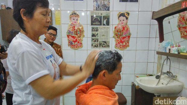 Sandiaga potong rambut di Ko Tang /