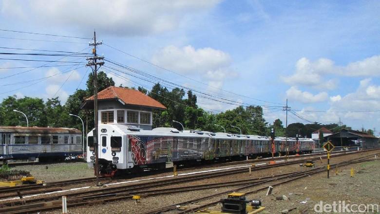 Merokok di Kereta Api, Oknum TNI Diturunkan Paksa di Stasiun