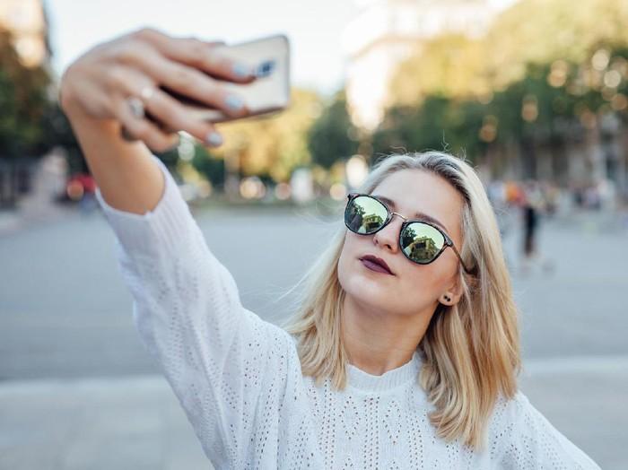 Ilustrasi wanita selfie. Foto: Thinkstock